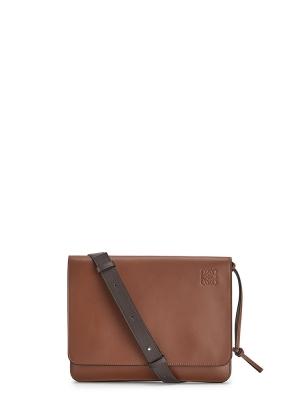 Gusset flat messenger bag in smooth calfskin